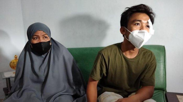 Muh Ridwan alias Wawan (24), pesepeda korban tabrak lari di Jl Nusantara, Makassar, kini masih berbaring di rumahnya, Jl Amirullah, Lorong 5, Makassar, Jumat (3072021) siang.