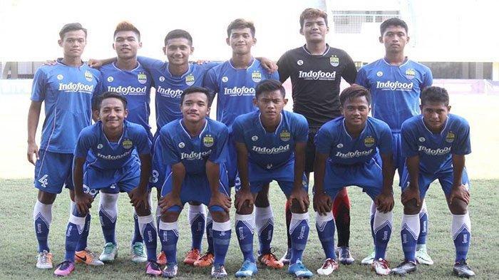 Skuad Diklat Persib Bandung tahun 2017 pada postingan Instagram @muhammad_iqbal09 pada 12 Januari 2017. Muhammad Iqbal tak lagi memperkuat klub asal India.