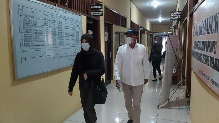 NA (27) (kiri) warga Kecamatan Paninggaran, Kabupaten Pekalongan, Jawa Tengah melaporkan ke Unit Perlindungan Perempuan dan Anak (PPA) Polres Pekalongan, mengadukan salah satu kepala desa, di Kecamatan Paninggaran yang dituding telah menghamili dan ingkar menikahinya.