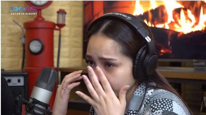 Artis Nagita Slavina dalam tayangan di kanal YouTube Rans Entertainment, Senin (5/10/2020). Nagita menangis saat membahas Rafathar yang sempat trending di Twitter.