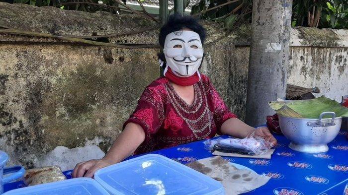 Aksi Viral Pedagang Bubur di Yogya yang Kenakan Topeng Anonymous, Bermula dari Iseng