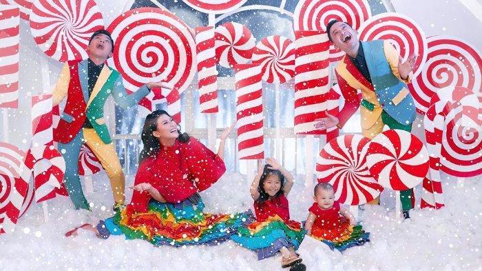 Presenter Ruben Onsu bersyukur bisa kembali merayakan Natal bersama keluarga di tahun ini. Terbaru, ilustrasi semarak perayaan natal.
