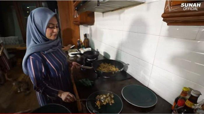 Nathalie Holscher Masak Nasgor Pukul 11 Malam demi Suami dan Anak yang Kelaparan, Lihat Hasilnya