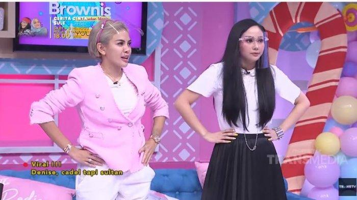 Nikita Mirzani dan Denise Chariesta dalam tayangan di kanal YouTube TRANS TV Official, Rabu (28/10/2020). Nikita dan Denise adu kekayaan dari outfit yan digunakan.