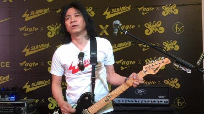 Gitaris band Slank, Abdi Negara Nurdin alias Abdee. Ia menuai sorotan seusai diangkat menjadi komisaris perusahaan BUMN, PT Telkom Indonesia.