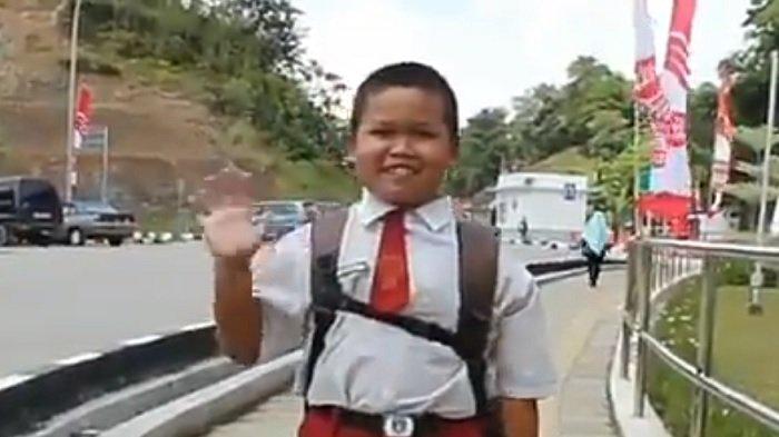 Kisah Nursaka, Bocah WNI yang Setiap Hari Melintasi Dua Negara untuk Berangkat Sekolah