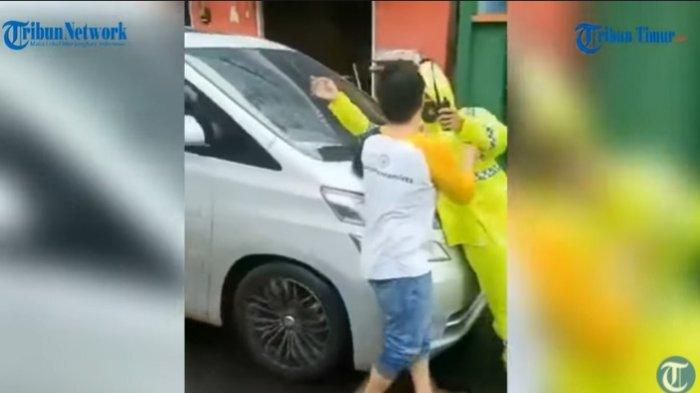 Oknum anggota DPRD Maluku Utara Wahda Z Imam nekat menabrak Polantas Brigpol Muis karena enggan disuruh memindahkan mobilnya, Sabtu (8/5/2021).
