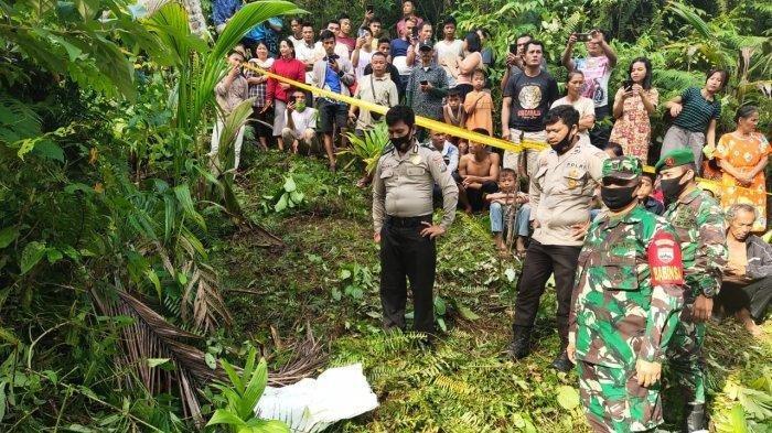Olah TKP bocah perempuan 7 tahun yang ditemukan tewas dalam karung di Perbukitan Dusun II Desa Bawaziono Kecamatan Lahusa, Nias Selatan.