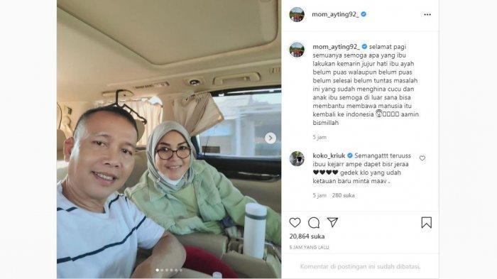 Unggahan orangtua Ayu Ting Ting, Umi Kalsum saat bersama suami, Abdul Rozak sepulang dari Bojonegoro, Jawa Timur, Kamis (29/7/2021).