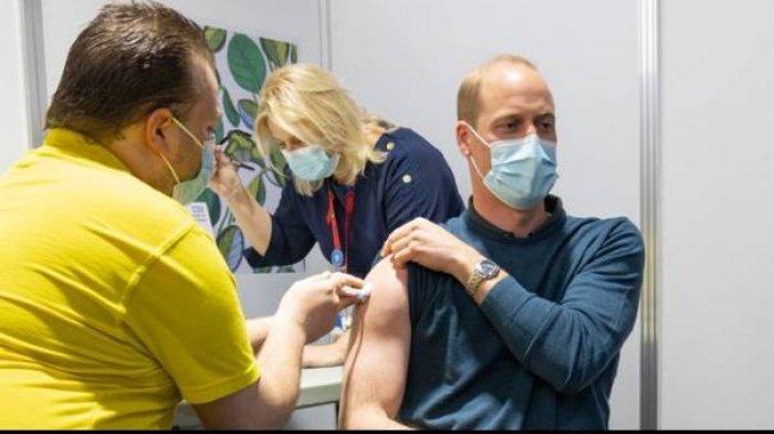Pangeran William menerima dosis pertama vaksin Covid-19 di London, Kamis (20/5/2021).