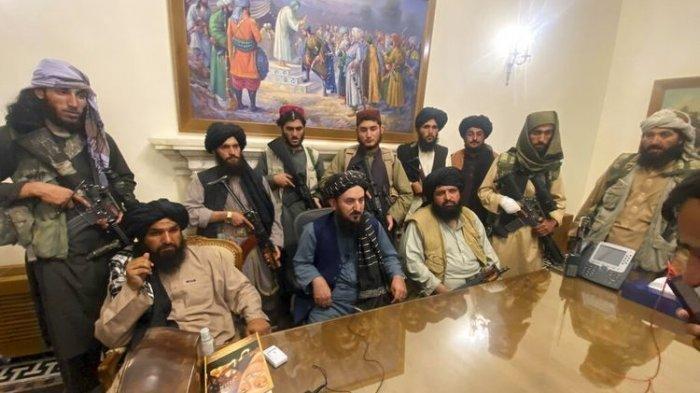 Para milisi Taliban menguasai istana kepresidenan Afghanistan setelah Presiden Afghanistan Ashraf Ghani kabur dari negaranya.