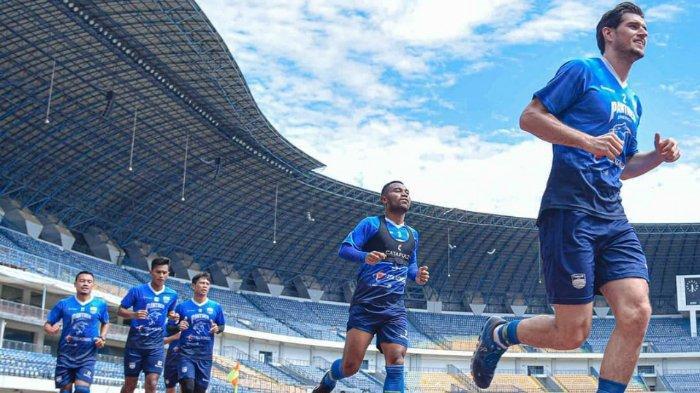 Para pemain Persib Bandung menggelar latihan pada Selasa (9/3/2021), jelang Piala Menpora 2021.