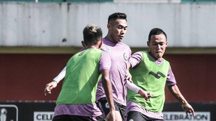 Para pemain PSS Sleman melakukan latihan jelang laga melawan Borneo FC di leg kedua babak 16 besar Piala Indonesia