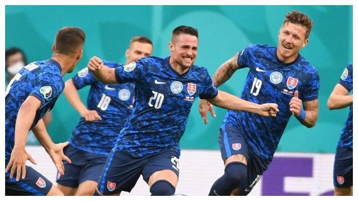 Update Skor EURO 2020: Slovakia Ungguli Polandia dengan Skor 2-1, Grzegorz Krychowiak Kartu Merah