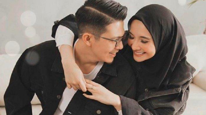 Pasangan artis Irwansyah dan Zaskia Sungkar