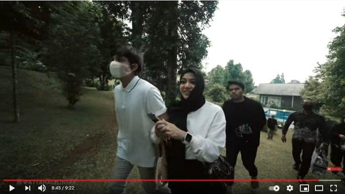 Pasangan selebriti Atta Halilintar dan Aurel Hermansyah liburan di Bogor.