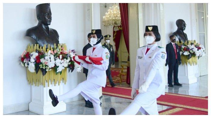 Paskibraka upacara peringatan hari kemerdekaan ke-75 Indonesia di Istana Merdeka, Senin (17/8/2020)