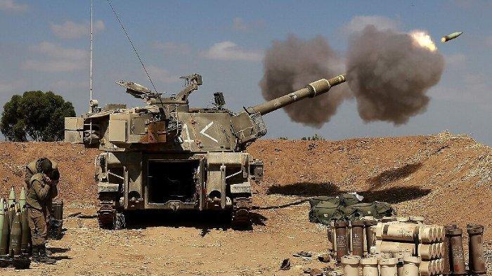 Pasukan Israel membombardir Jalur Gaza dari posisi mereka di sebelah selatan Kota Sderot, Israel, Kamis (13/5/2021).