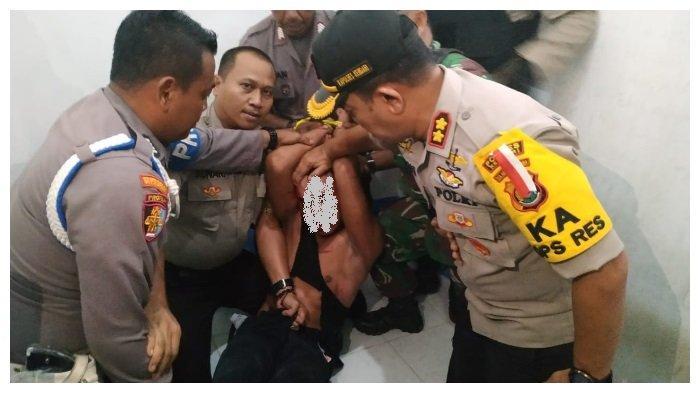 Pelaku AP, berhasil diamankan jajaran kepolisian dan TNI