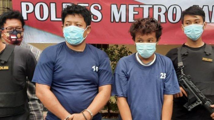 Dua pembunuh wanita hamil, Hendra (baju nomor 15) dan Fauzi (baju nomor 25) di Polsek Makasar, Rabu (16/12/2020).