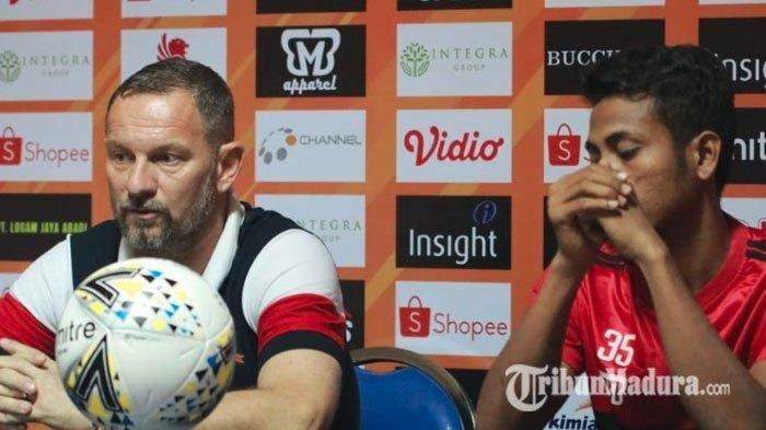 Pelatih Madura United, Dejan Antonic (kiri) di Stadion GMRP, Senin (27/5/2019).