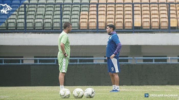 Tak Cemas Vizcarra Absen di Awal Liga, Pelatih Persib Bandung: Ada Banyak Pemain di Sini