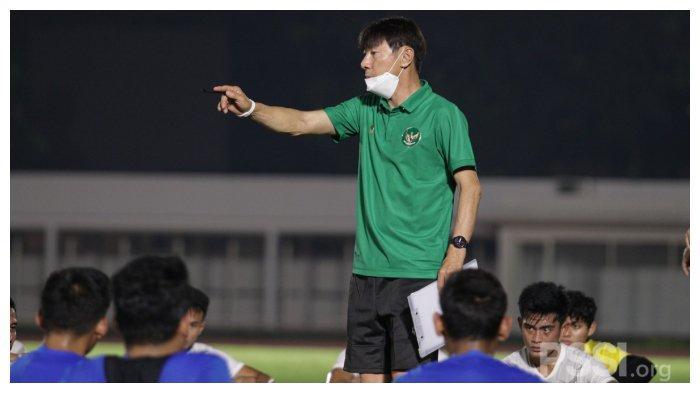 Pelatih Timnas Indonesia Shin Tae-yong akhirnya memutuskan akan memakai 28 pemain untuk menghadapi kualifikasi Piala Dunia 2022.