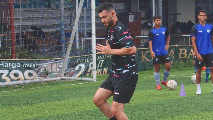 Tak Kembali ke Afganistan setelah Dilepas Persib, Farshad Noor akan Tetap Main di Liga Indonesia?