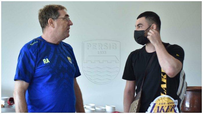 Robert Alberts Pasang Badan atas Penampilan Buruk Farshad Noor saat Persib Bandung Lawan PSS Sleman