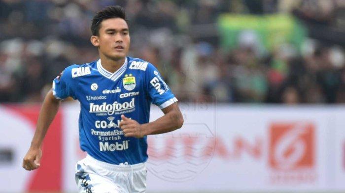 Pemain bertahan Persib Bandung, Zalnando, akhirnya melakoni debut untuk tim senior pada Senin (28/10/2019) di Stadion Kapten I Wayan Dipta, Bali.