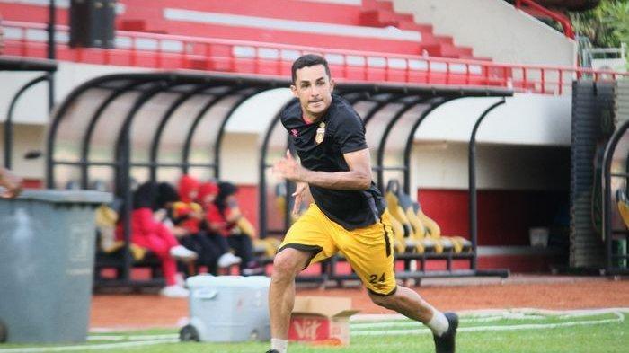 Pemain gelandang asing yang baru saja dilepas Bhayangkara FC, Rubens Raimundo