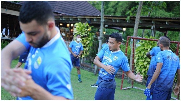 Pemain gelandang Persib Bandung Dedi Kusnandar sudah kembali berlatih setelah sempat mengalami cedera pada laga melawan PSS Sleman di Stadion Manahan Solo, Senin (19/4/2021).