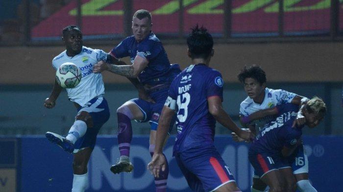 Tampil Mengecewakan di Liga 1 2021, 2 Penggawa Persib Bandung Dapat Kritikan Keras dari Bobotoh