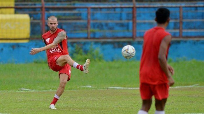 Pemain PSM Makassar, Wiljan Pluim yang telah melakukan latihan bersama timnya