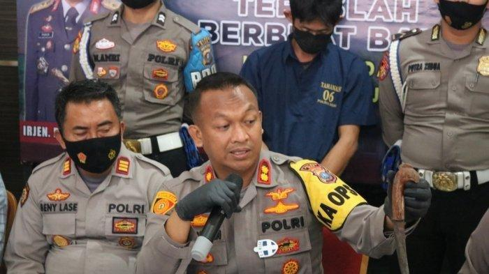 Kapolres Nias, AKBP Wawan Iriawan menggelar konfensi pers dan menghadirkan pelaku pembunuhan remaja 13 tahun di Nias.