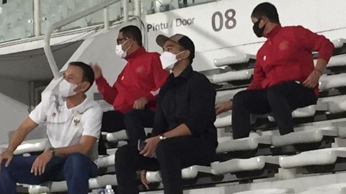 pemilik klub Persis Solo, Kaesang Pangarep kedapatan mendatangi pemusatan latihan Timnas Indonesia di Stadion Madya, Senayan, Jakarta Pusat, Selasa (11/5/2021).