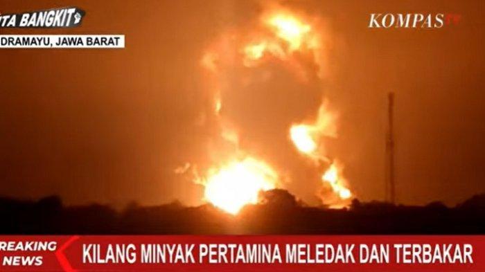 Penampakan kebakaran kilang minyak di Balongan, Indramayu, Jawa Barat, Senin (29/3/2021) dini hari.