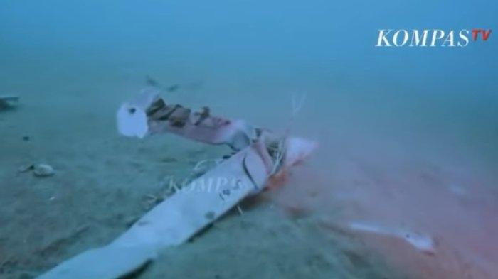 Penampakan puing-puing pesawat Sriwijaya Air SJ 182 yang jatuh di perairan Kepulauan Seribu, Selasa (12/1/2021).