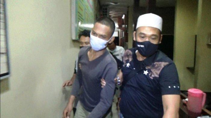 Menantu Sadis Bunuh Mertua dan Kakak Ipar seusai Sujud Minta Maaf, Polisi: Tersangka Khilaf