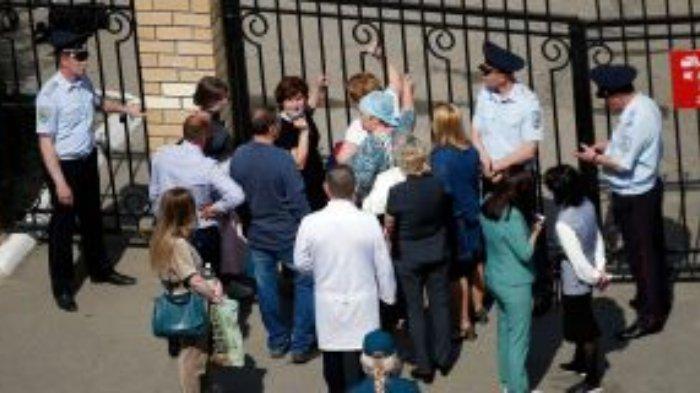 Penembakan massal terjadi di sebuah sekolah menengah pertama (SMP) di Kazan, Rusia, Selasa (11/5/2021). Sebanyak 7 siswa dan 1 guru tewas.