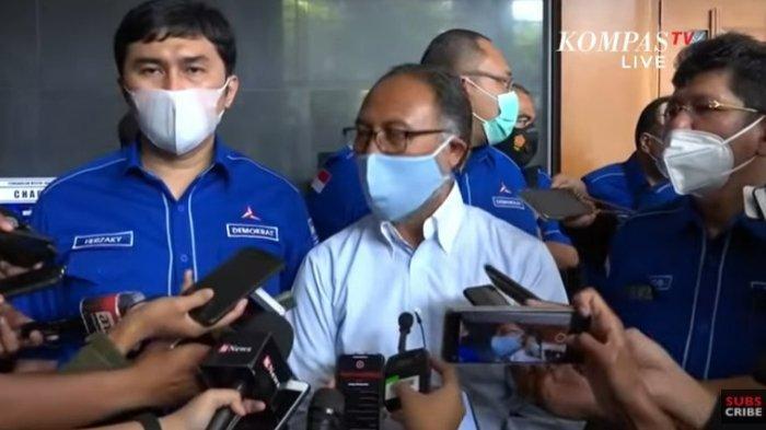 Pengacara Bambang Widjojanto (tengah) memberi keterangan terkait gugatan Partai Demokrat ke PN Jakarta Pusat, Jumat (12/3/2021).
