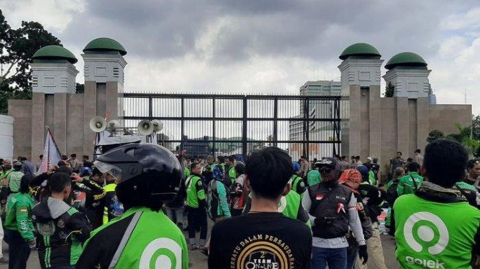 Penumpang Kesulitan Temukan Ojek Onlinde di Jakarta, Buntut Ojol Demo di Depan DPR