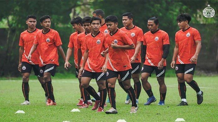 Dihuni 15 Pemain Muda, Gelandang Persija Jakarta dan Pelatih Angelo Alessio Ingatkan 1 Pesan Ini