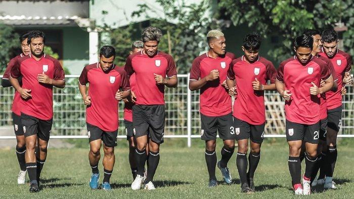 Skuad Persis Solo di Liga 2 2021 saat mengikuti sesi latihan bersama. Persis Solo sumbangkan tiga pemain lagi untuk mengikuti TC Timnas Indonesia U-18.