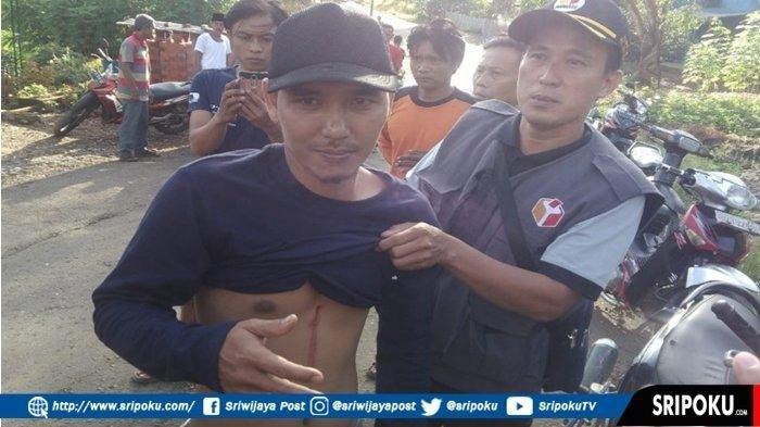 Ketua Kelompok Panitia Pemungutan Suara (KPPS) di TPS setempat, Rio Habibi (32) ditikam oleh Febri (30) salah seorang petugas Linmas, Rabu (17/4/2019)