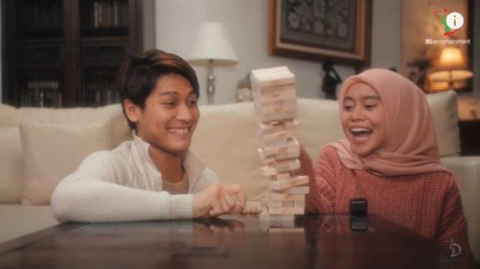 Penyanyi Dangdut Lesti Kejora baru saja mengeluarkan lagu baru berjudul 'Kulepas dengan Ikhlas'.