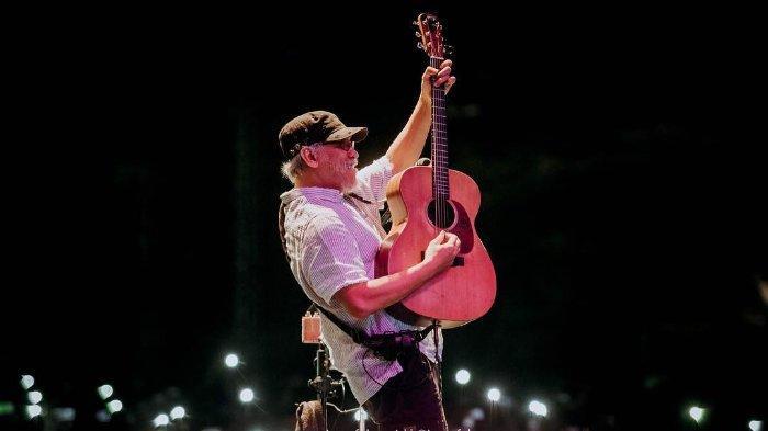 Kunci Chord Gitar Dan Lirik Lagu Yang Terlupakan Oleh Iwan Fals Rasa Sesal Di Dasar Hati Halaman All Tribun Wow