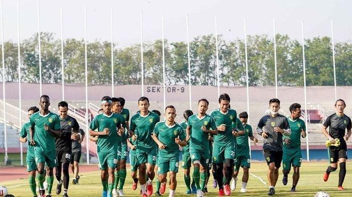 Persebaya Surabaya latihan perdana seusai libur pandemi di Stadion Gelora Delta Sidoarjo, Jawa Timur, Senin (31/08/2020) pagi.