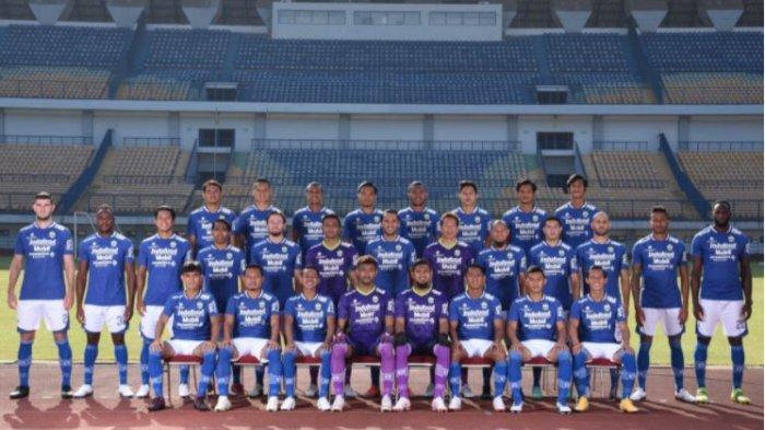 Skuad lengkap 30 pemain Persib Bandung di laman resmi klub Persib.co.id. Teco menilai bahwa Persib Bandung memiliki materi pemain yang baik di Liga 1 2021.