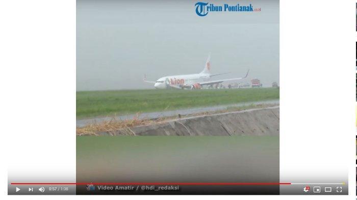 Pesawat Lion Air JT-714 Tergelincir, Penumpang Dievakuasi di Tengah Hujan setelah Tunggu 2 Jam